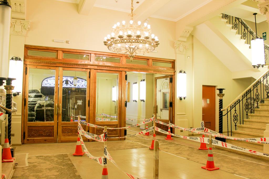 Hall acceso Teatro Cervantes